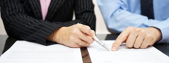 Rámcová zmluva vs. zmluva osprostredkovaní služby. Ktorá je výhodnejšia?